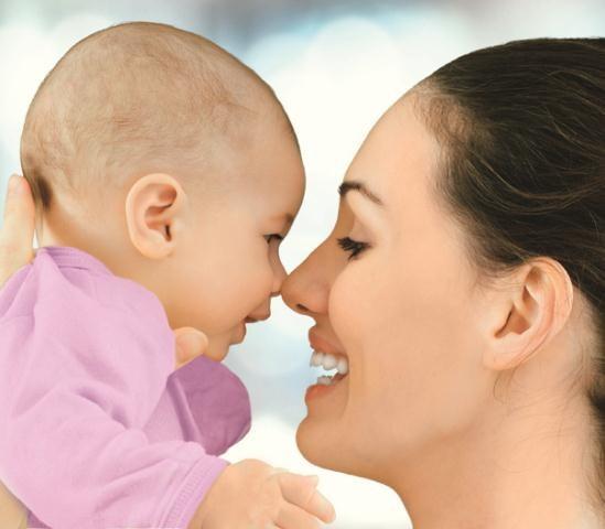 Terapeutka Virginia Satir stwierdziła, że bez przytulania jesteśmy bardziej podatni na choroby. Przytulajmy się! /Arch/123RF Picsel