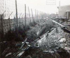 """Teren zlikwidowanego podobozu """"Kabel"""" w 1945 r. Fotografia ze zbiorów Głównej Komisji Badania Zbrodni Hitlerowskich /IPN"""