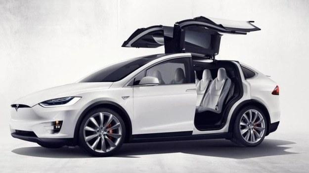 Tesla Model X /Tesla