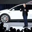 Tesla sprzedaje coraz więcej aut. Ale kiedy zacznie zarabiać?