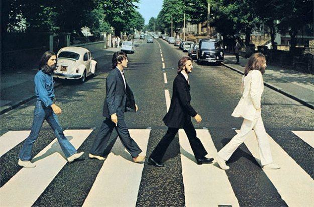 """The Beatles na ikonicznej okładce albumu """"Abbey Road"""" /"""