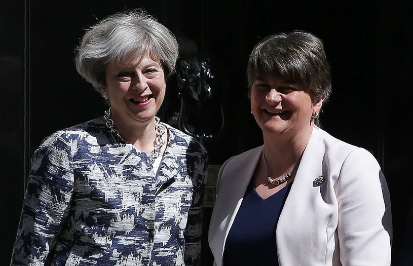 Theresa May i Arlene Foster /AFP
