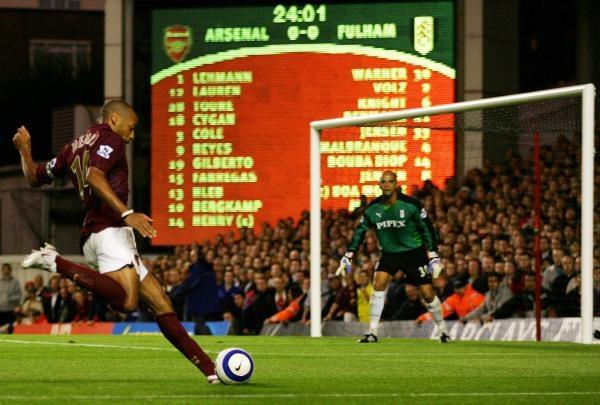 ...Thierry Henry dwie dla Arsenalu /AFP