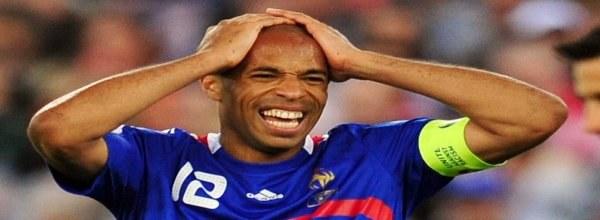 Thierry Henry łapał się za głowę widząc grę swojej drużyny podczas Euro 2008. /AFP