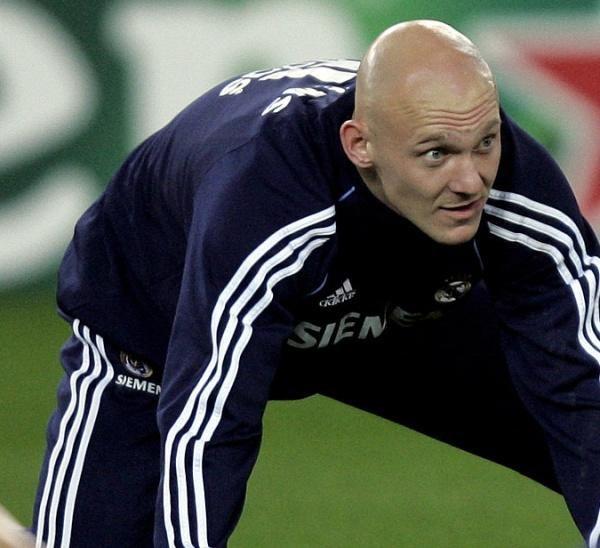 Thomas Gravesen chciałby grać w każdym meczu Realu, a nie siedzieć na ławce /AFP