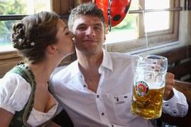 Thomas Mueller i Lisa Mueller