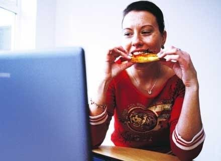 Tłuszcze muszą dostarczać człowiekowi od 30 do 35 proc. dziennej energii. /ThetaXstock