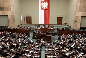 TNS Polska: 28 proc. dla PiS, 23 proc. dla PO