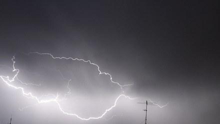 To będzie burzowy czwartek w całej Polsce! Ostrzeżenia pierwszego i drugiego stopnia. Grad i wiatr