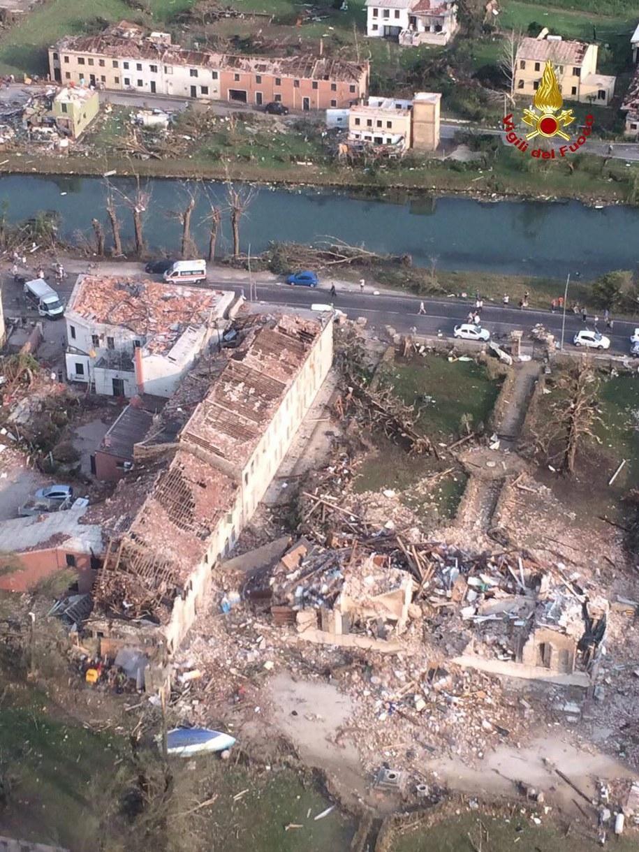 """""""To było piekło"""" - tak o ataku żywiołu mówią mieszkańcy /VIGILI DEL FUOCO / HANDOUT /PAP/EPA"""