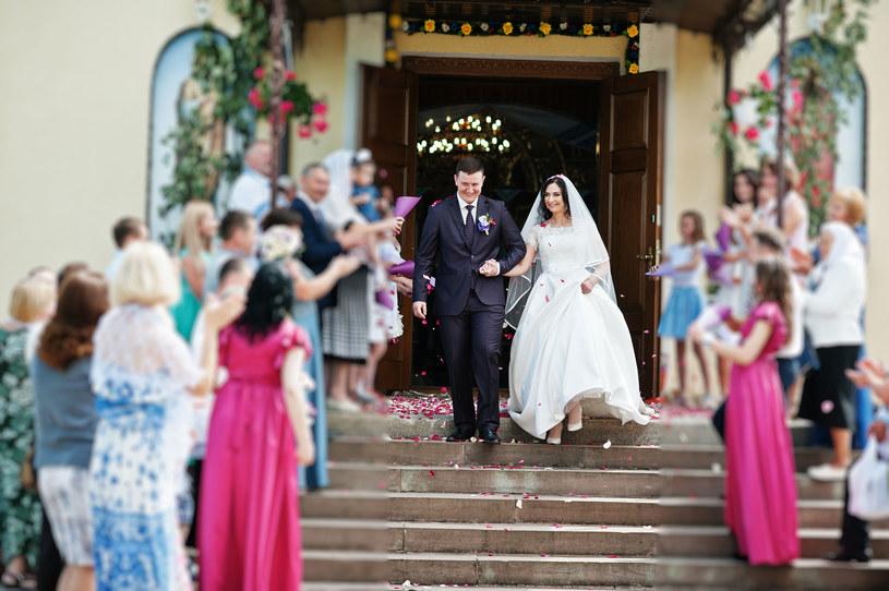 To jeden z niezapomnianych momentów każdego ślubu /©123RF/PICSEL