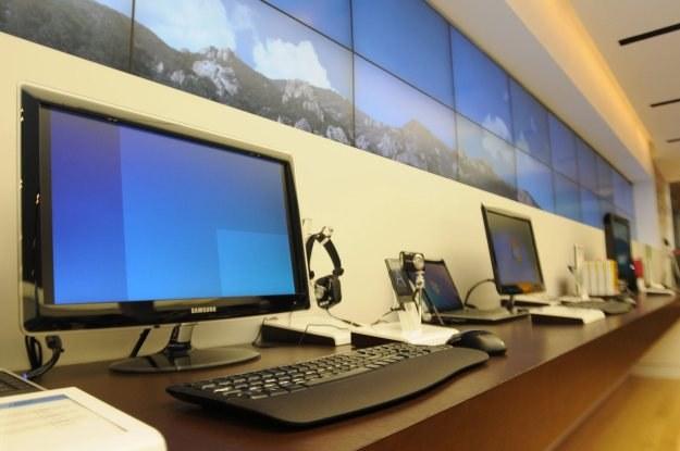 To już ósmy kwartał z rzędu, w którym komputery sprzedają się coraz słabiej. /AFP