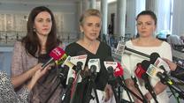 """""""To niehumanitarne i nieludzkie"""". Kancelaria Sejmu odmówiła wpuszczenia rehabilitantów do protestujących niepełnosprawnych"""
