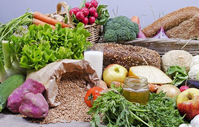 To przemysł spożywczy naciska na rolników, by uprawiali wysokoglutenowe odmiany zbóż, z których daje się wypiekać pulchne kajzerki i bagietki /123RF/PICSEL