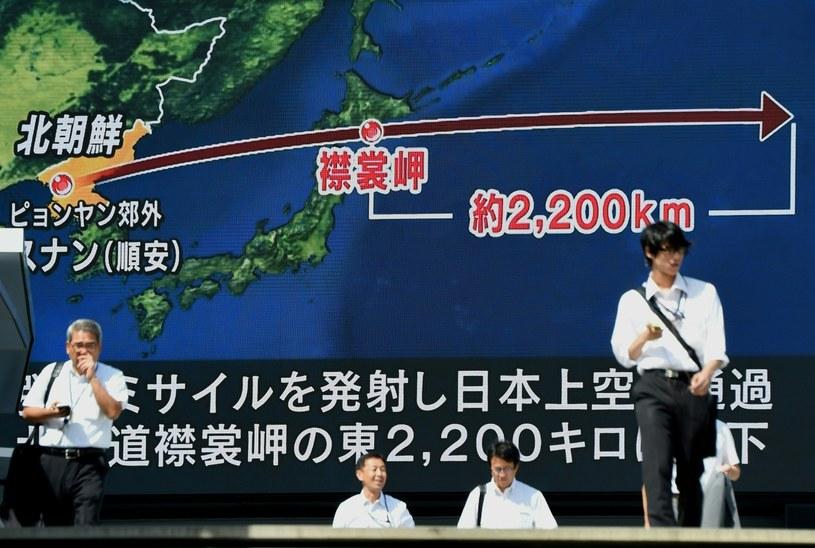Tokio. Wielki ekran w centrum miasta, pokazujący raport o aktualnych działaniach Korei Północnej /TORU YAMANAKA /AFP