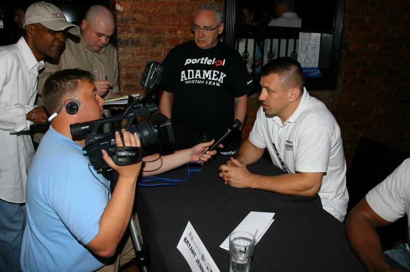 Tomasz Adamek podczas konferencji prasowej przed walką z Eddim Chambersem /Fot. Larry Levanti/Main Events /Informacja prasowa