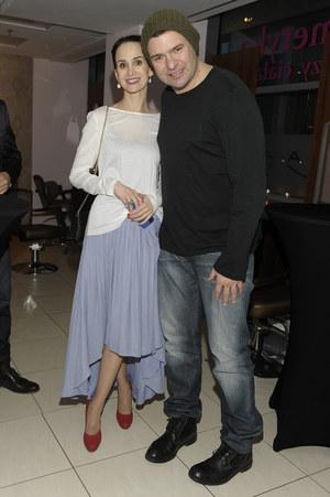 Tomasz Karolak oraz aktorka i modelka Viola Kołakowska za cztery miesiące ponownie zostaną rodzicami. Razem wychowują pięcioletnią córkę Lenkę, ale mieszkają osobno. Czy teraz ta sytuacja się zmieni? /fot  /AKPA