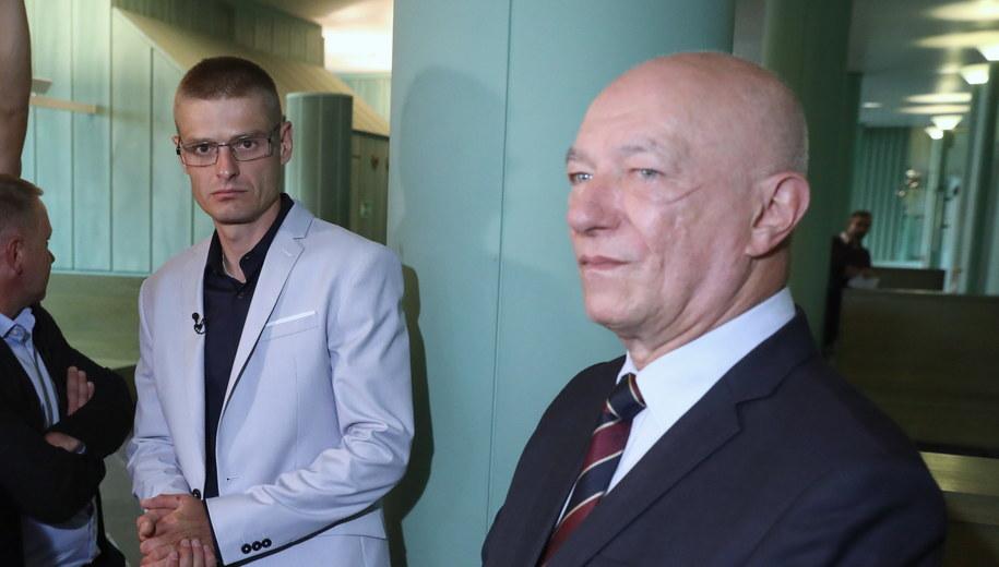 Tomasz Komenda i Zbigniew Ćwiąkalski /Tomasz Gzell   /PAP/EPA