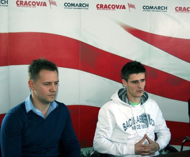 Tomasz Rząsa (z lewej) pojechał negocjować transfer Andraża Struny na Słowenię. /www.cracovia.pl