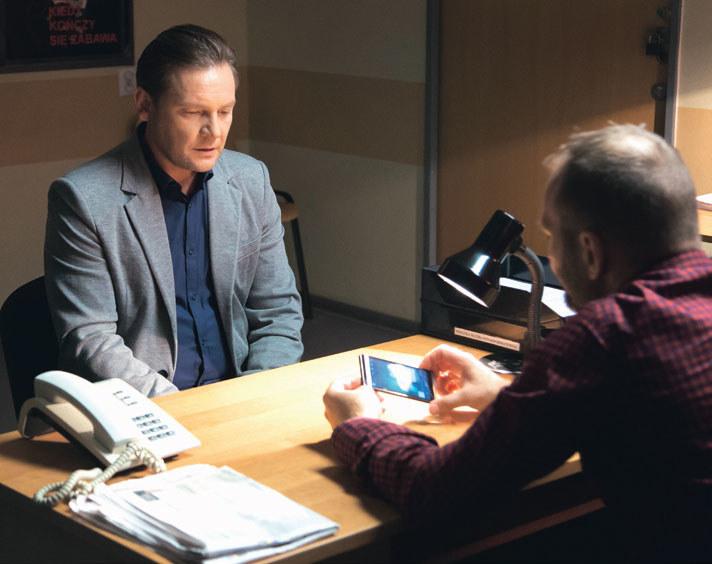 Tomasz zezna prawdę na policji, a tym samym pomoże Adamowi /Agencja W. Impact