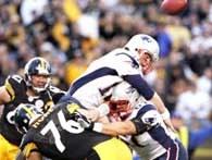 Tomy Brady odczuł na własnej skórze wartość defensywy Steelers /AFP