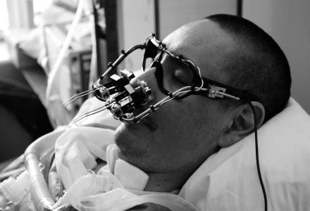 Tony Quan z okularami Eyewriter  Źródło: Eyewriter Project /HeiseOnline