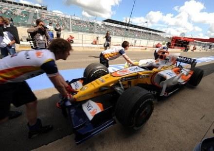Tor Silverstone nie przyjmie kierowców F1 w 2010 roku /AFP