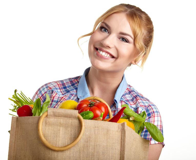 Torby ekologiczne zachęcają do kupowania niezdrowej żywności /©123RF/PICSEL