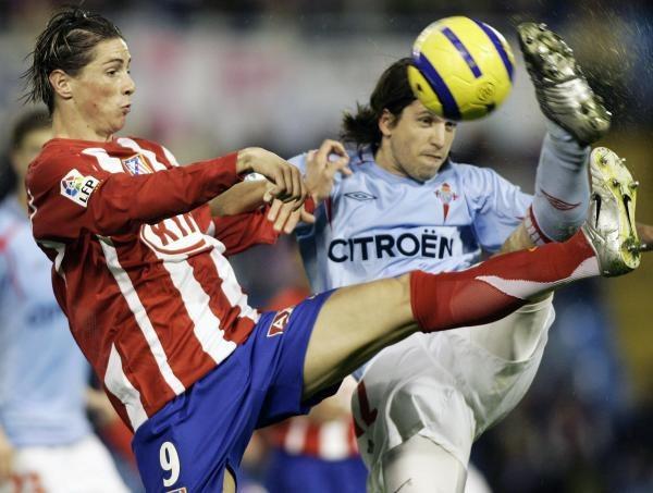 Torres (z lewej) to najnowszy obiekt pożądania Romana Abramowicza /AFP