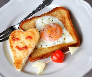 Tost zapiekany z jajkiem sadzonym
