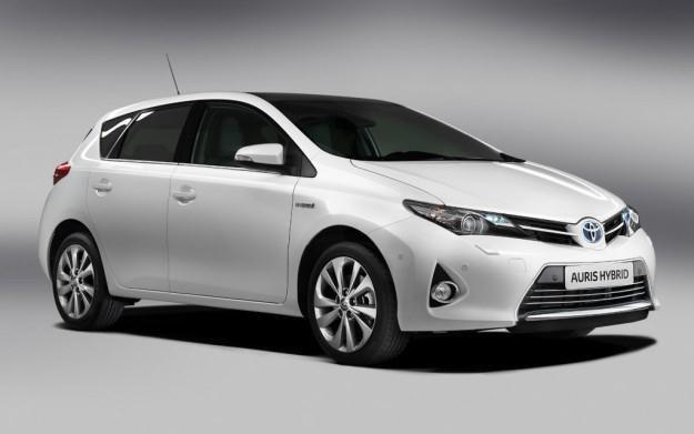 Toyota Auris Hybrid /