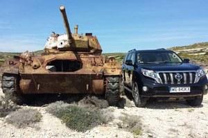 Toyota Land Cruiser to czołg. Wjedzie wszędzie