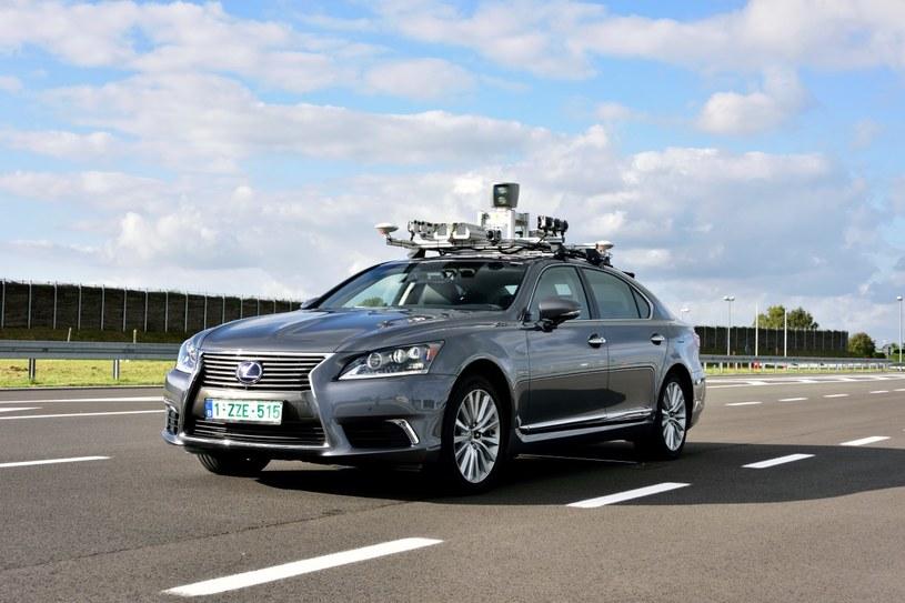 Toyota pracuje nad samochodami autonomicznymi /
