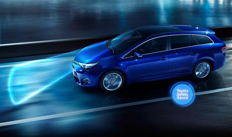 Toyota Safety Sense dostępne jest miedzy innymi w odświeżonym Avensisie /