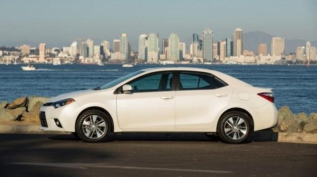 Toyota sprzedaje bazujące na Corolli kompakty pod różnymi nazwami. Na zdjęciu: aktualna generacja Corolli w wersji na rynek północnoamerykański. /Toyota