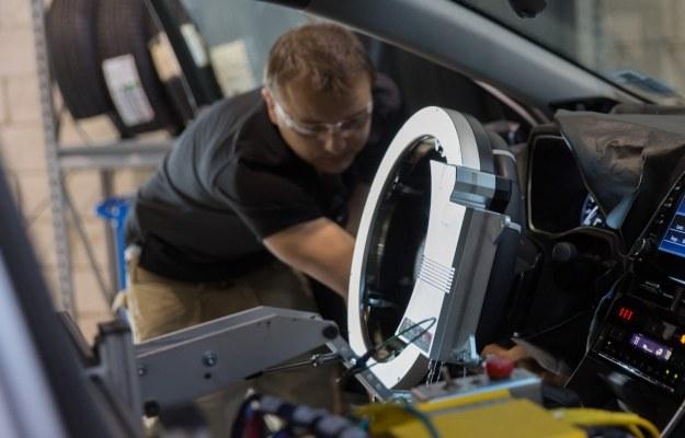 Toyota zastąpiła kierowcę robotem /materiały prasowe