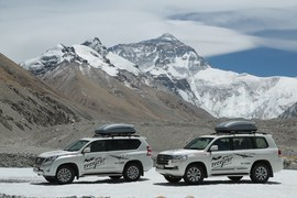 Toyoty Land Cruiser w wyprawie na Mount Everest