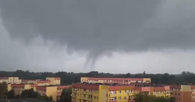 Trąba powietrzna nad Policami w woj. zachodniopomorskim /Zachodniopomorscy Łowcy Burz /facebook.com