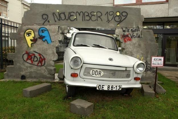 Trabant na stałe zapisał się historii. I to nie tylko motoryzacyjnej /AFP