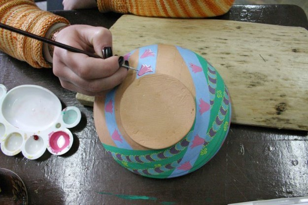 Tradycyjna ceramika nie odkształca się nawet o 1 proc. /123RF/PICSEL
