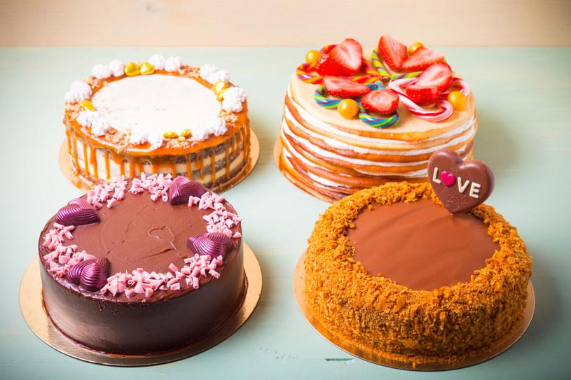Tradycyjne torty nie wzbudzają już takiego zachwytu. Furorę robią te w kształcie cyfr /123RF/PICSEL