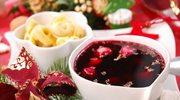 Tradycyjny barszcz czerwony z grzybami i suszonymi śliwkami