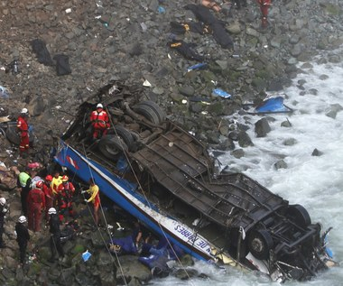 """Tragiczny wypadek autobusu na """"diabelskim zakręcie"""". Zginęło 48 osób"""