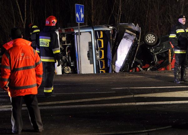 Tragiczny wypadek autobusu pod Warszawą, są ofiary