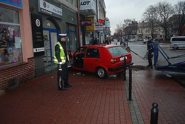 Tragiczny wypadek w centrum Dębicy. Nie żyją dwie osoby /Policja