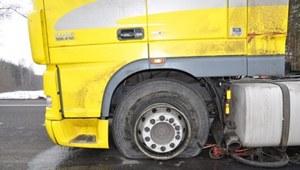 Tragiczny wypadek w Firleju. Rowerzysta zderzył się z tirem