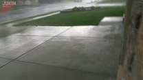 Trampolina zaatakowała samochód sąsiadów