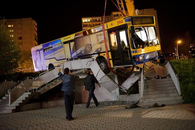 Tranów: Autobus bez kierowcy wjechał na parking. Nikomu nic się nie stało/fot. P.Topolski /PAP