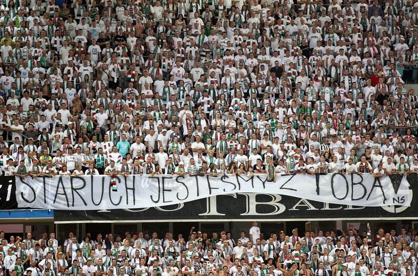 Transparent na stadionie /Andrzej Iwańczuk /Reporter