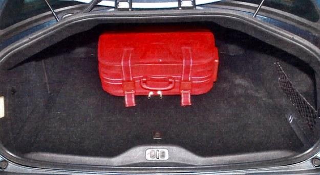 Trapezowe wycięcie otworu tylnej klapy ułatwia dostęp do sporego bagażnika (488 litrów). Takie rozwiązanie można było zastosować dzięki wklęsłej tylnej szybie. /Motor